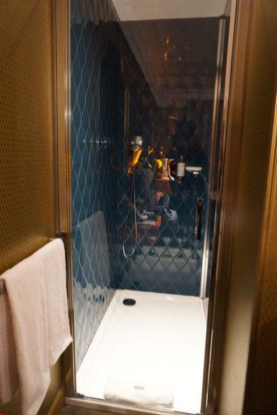 idol hotel parigi doccia