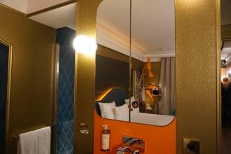 idol hotel camera specchio