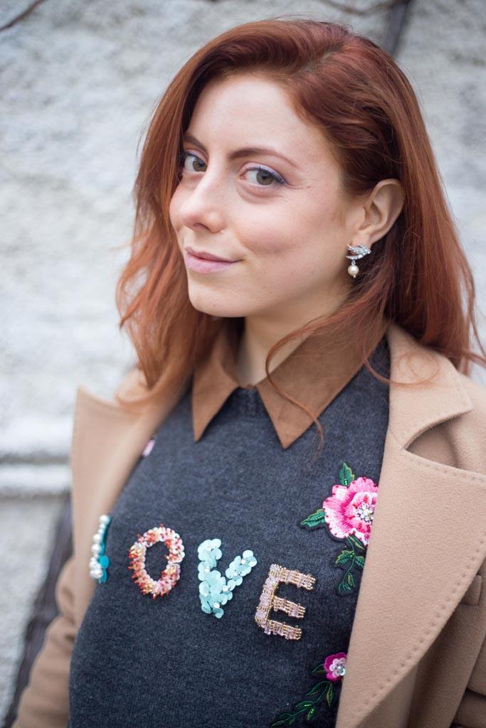 maglione con scritta LOVE-10