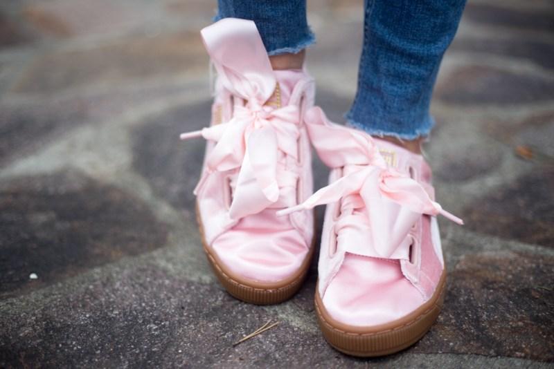 puma basket bow rosa indossate