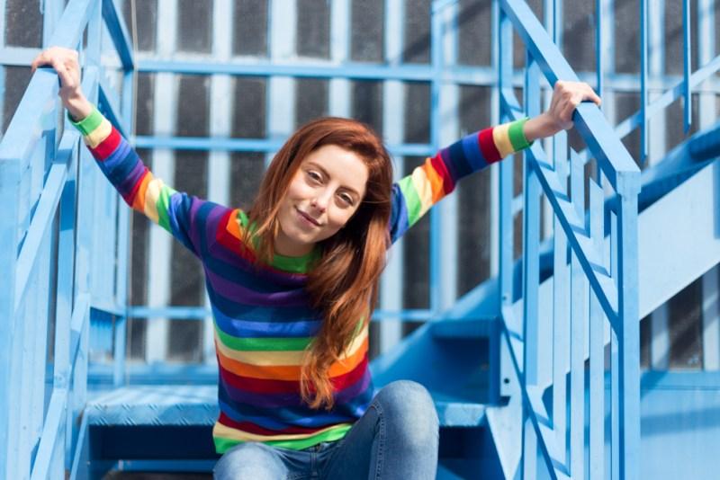 Maglione a righe arcobaleno
