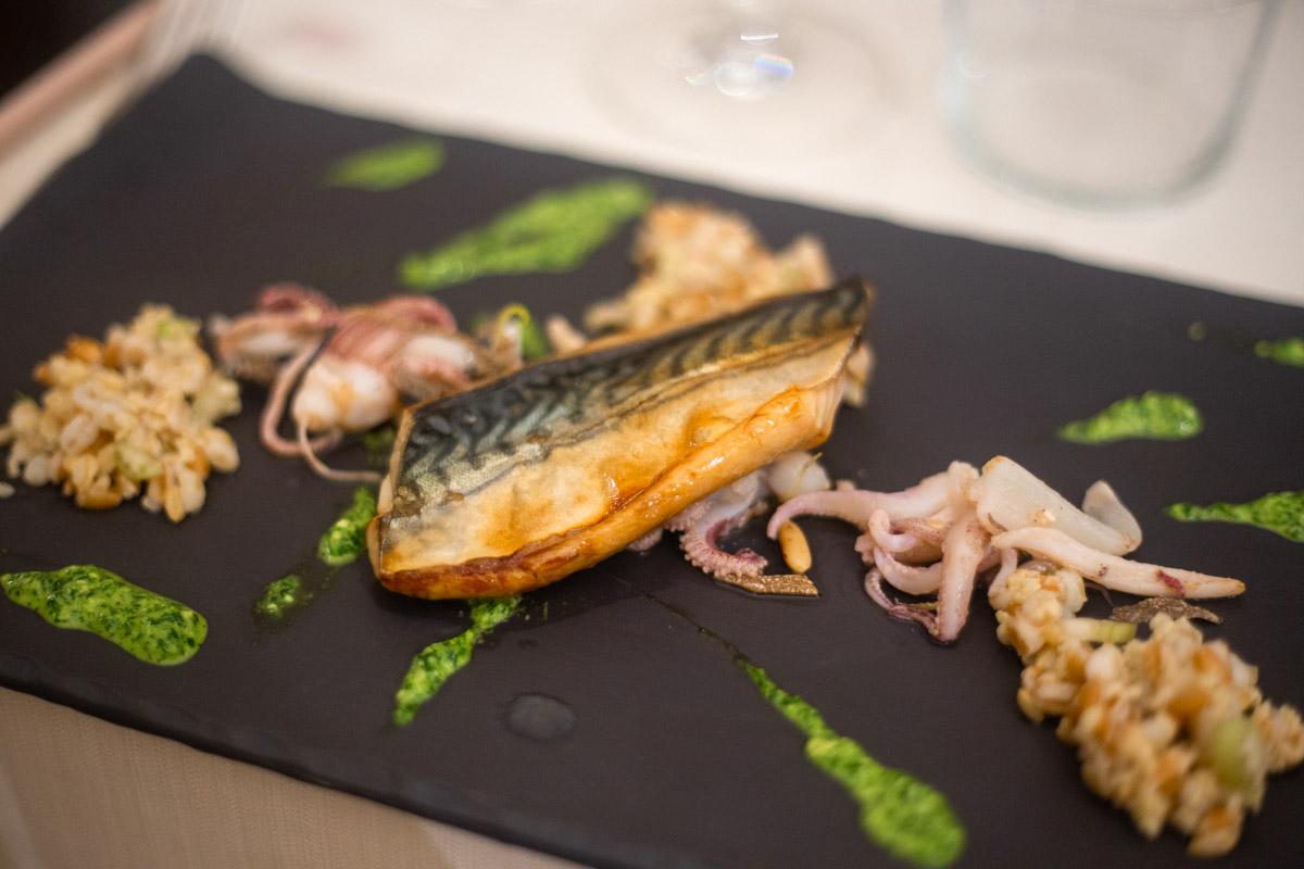ristorante stilnovo secondo di pesce con sgombro marinato
