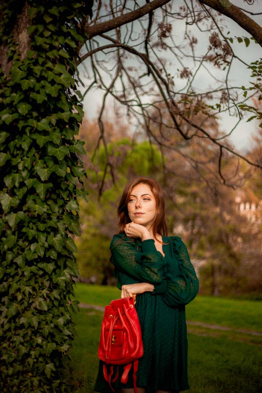 outfit con tuta verde romantica