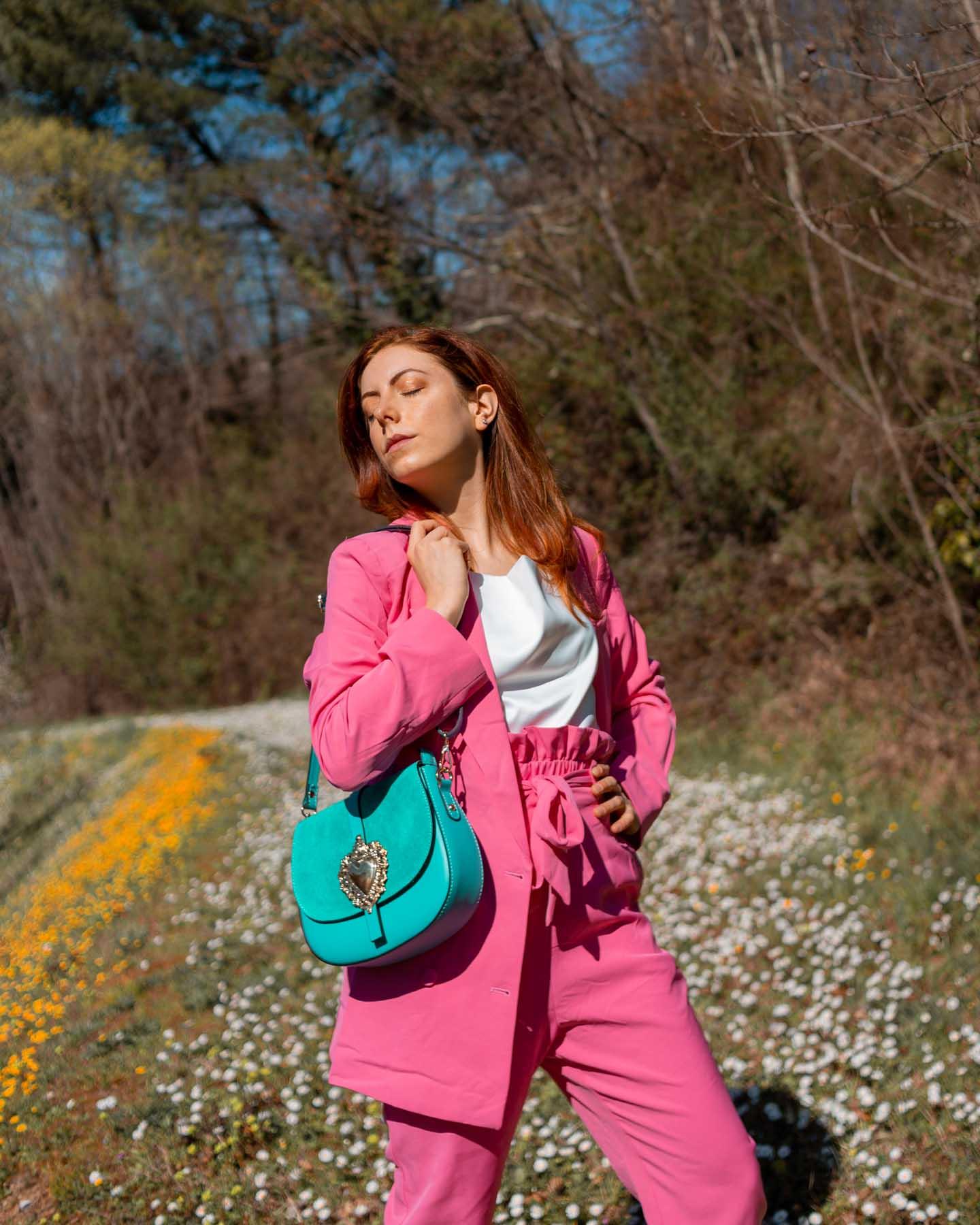 come indossare completo colorato