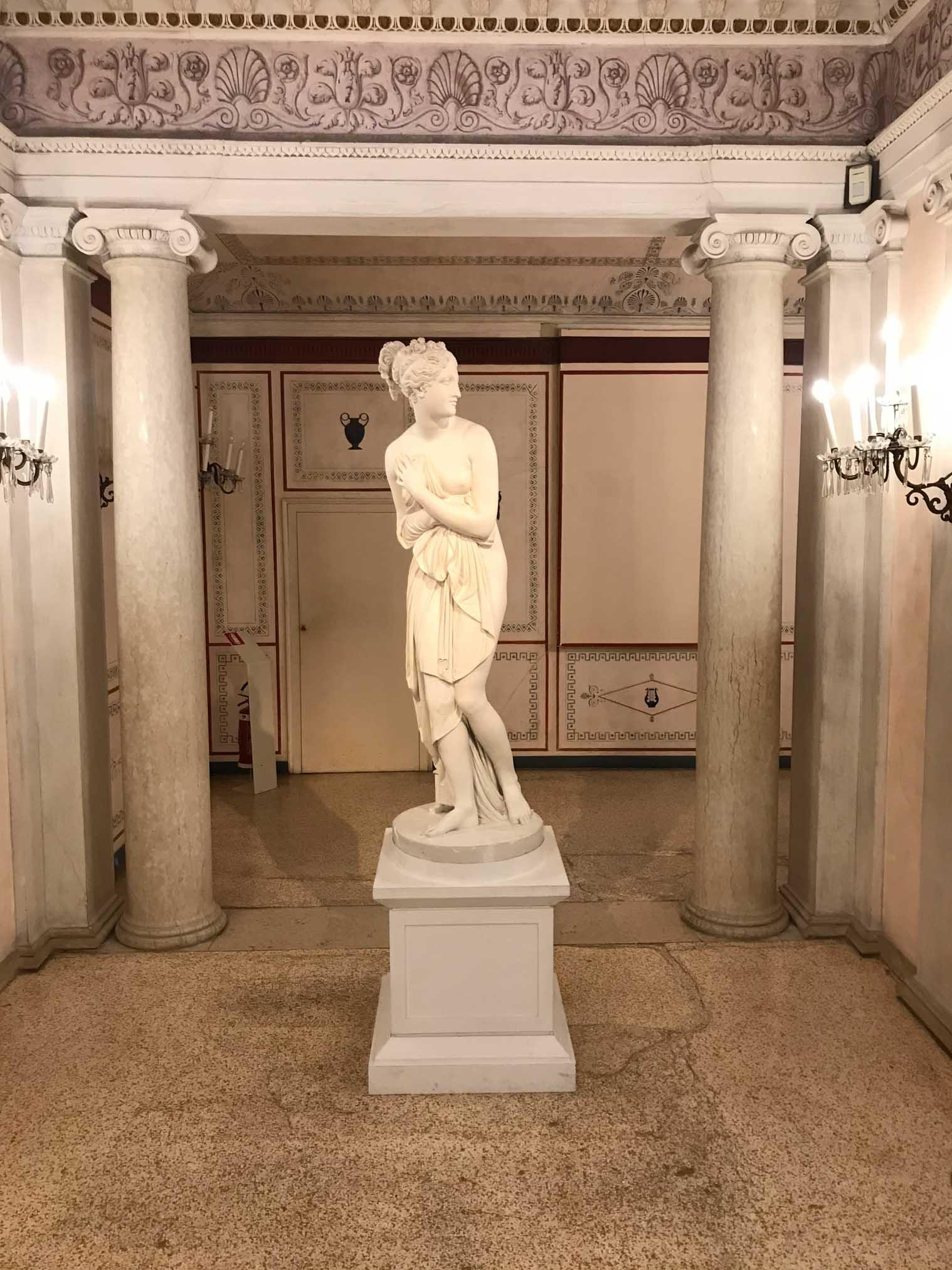 statua del museo correr