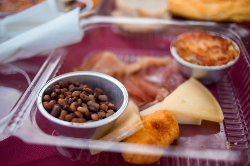 pic nic box con fagioli formaggio e affettati