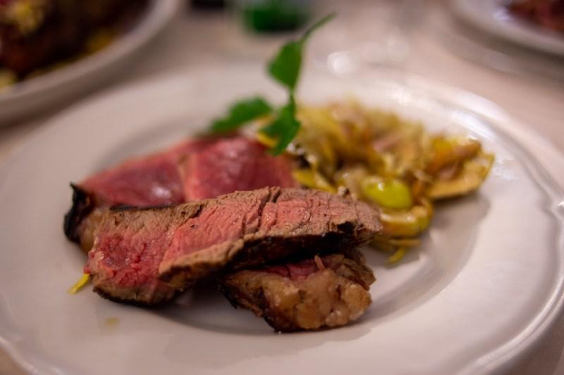 bistecca fiorentina con carciofi, il secondo di villa del parco resort san baronto