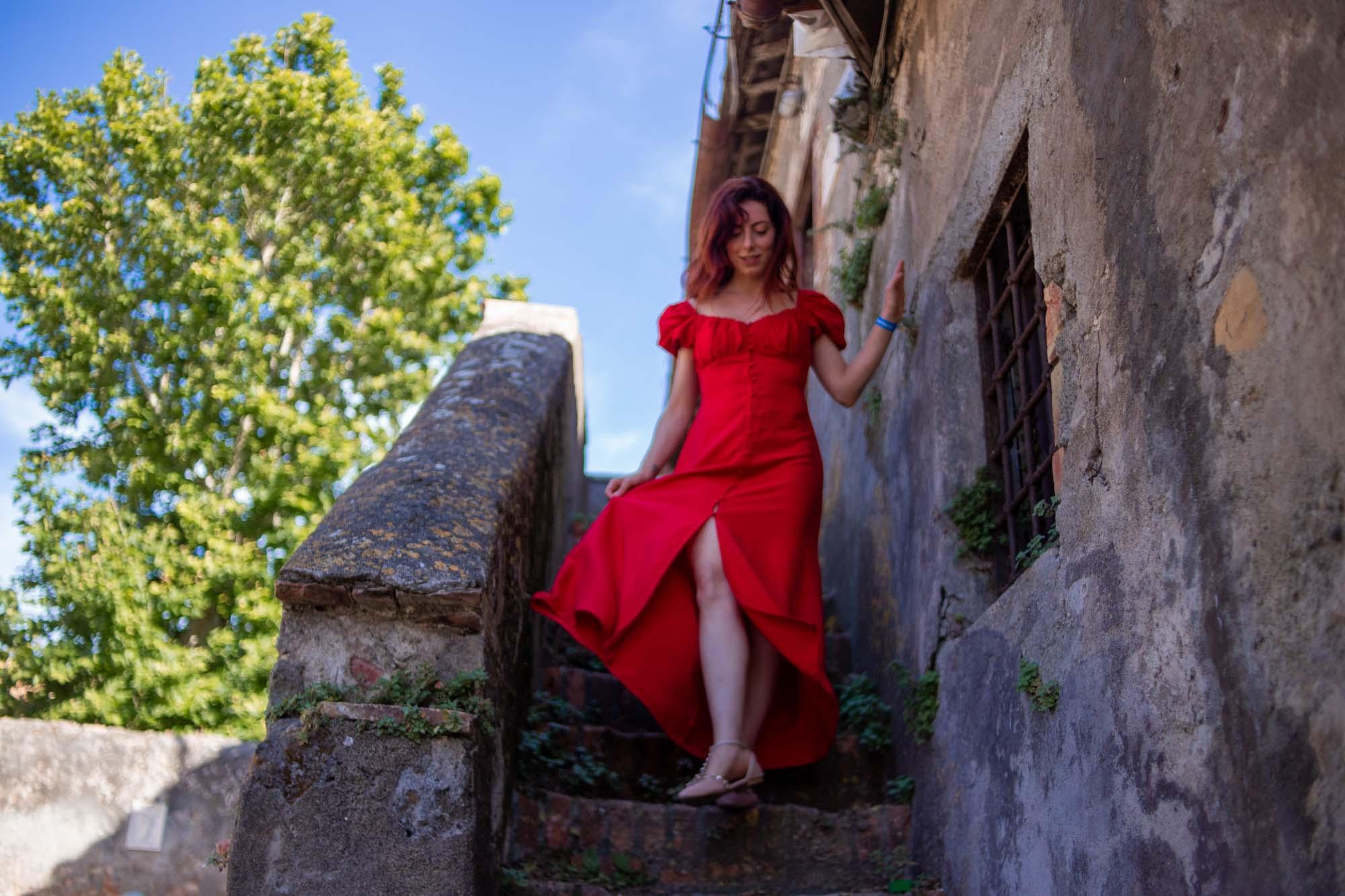 Francesca Giagnorio scende dal castello di santa severa