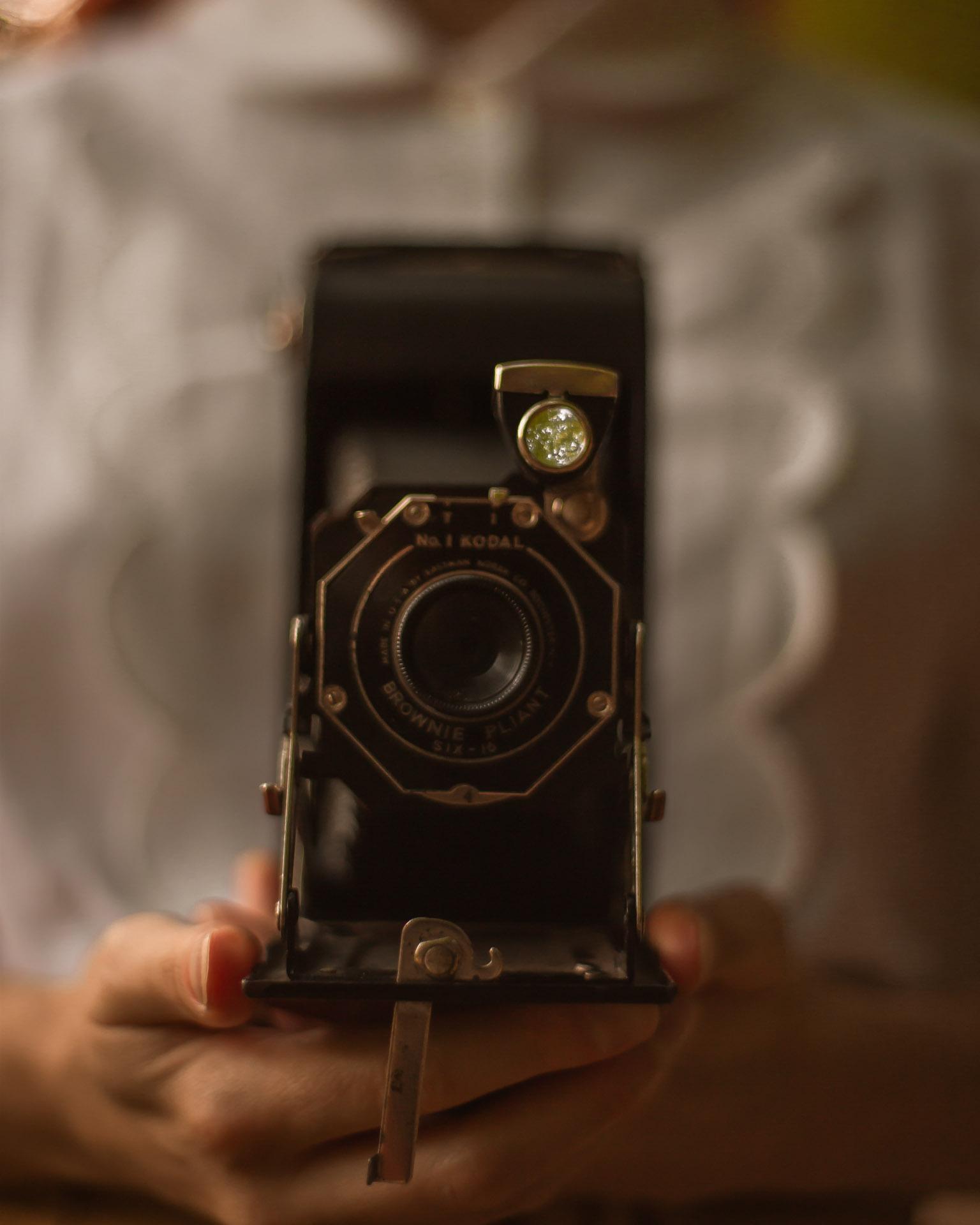 dettaglio macchina fotografica vintage dark academia