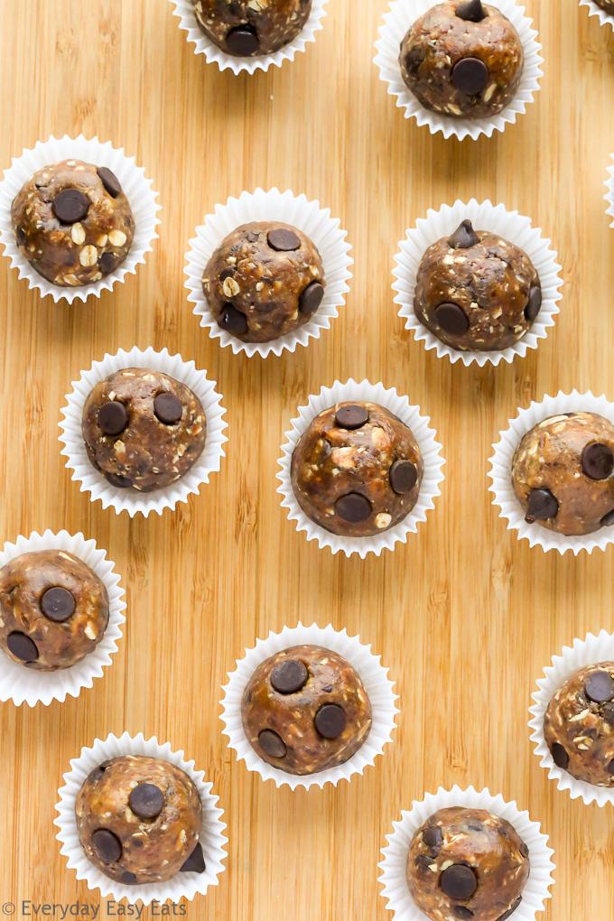 No-bake, 5-Ingredient Chocolate Chip Peanut Butter Snack Bites that are as healthy as they are delicious! | EverydayEasyEats.com