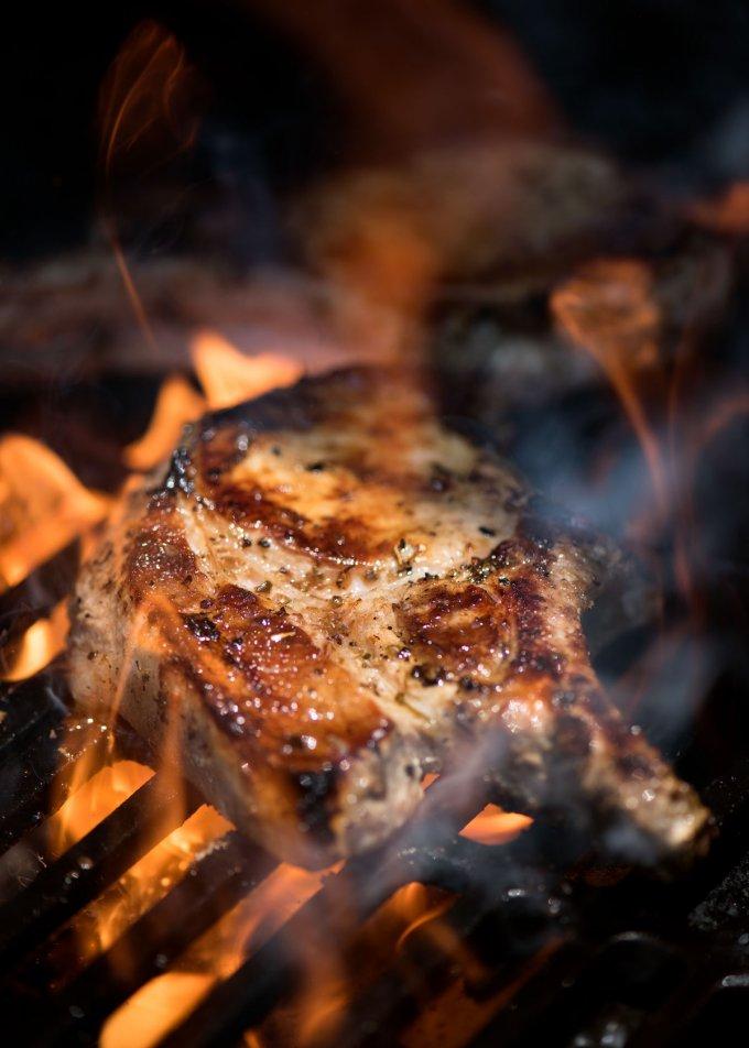 Healthy Grilling Recipes: Lemon Garlic Marinated Grilled Pork Chops