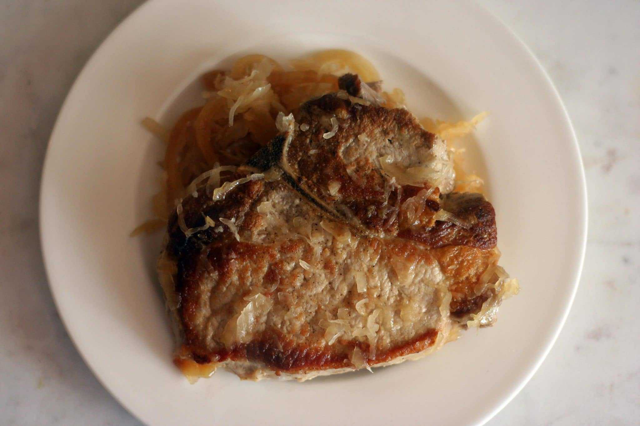 pork chops with apples and sauerkraut