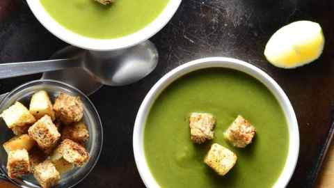 Vegan Green Pea Soup with Spinach & Skinny Croutons