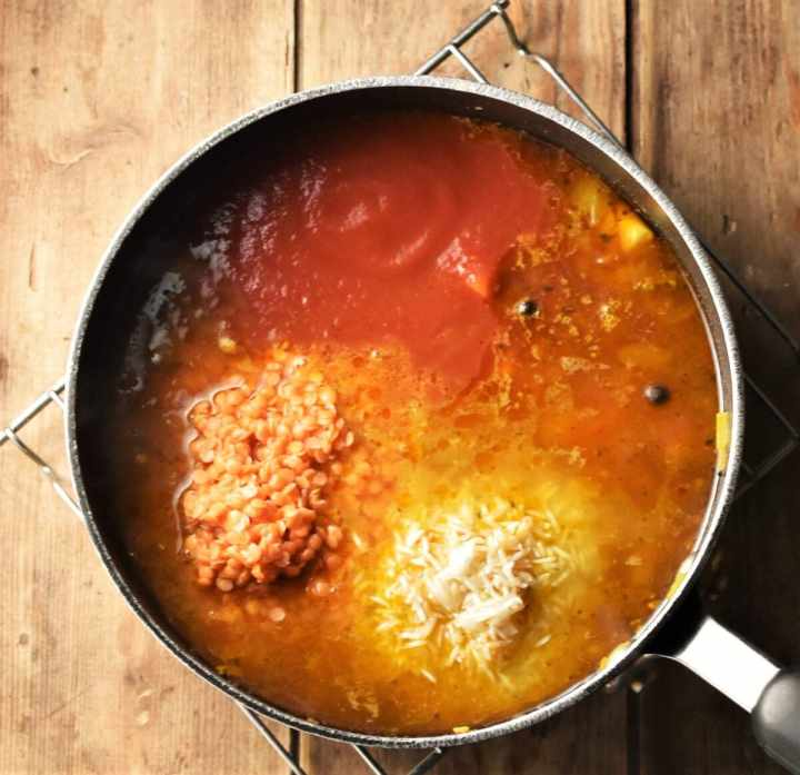 Red lentils and rice in mulligatawny soup in large pot.