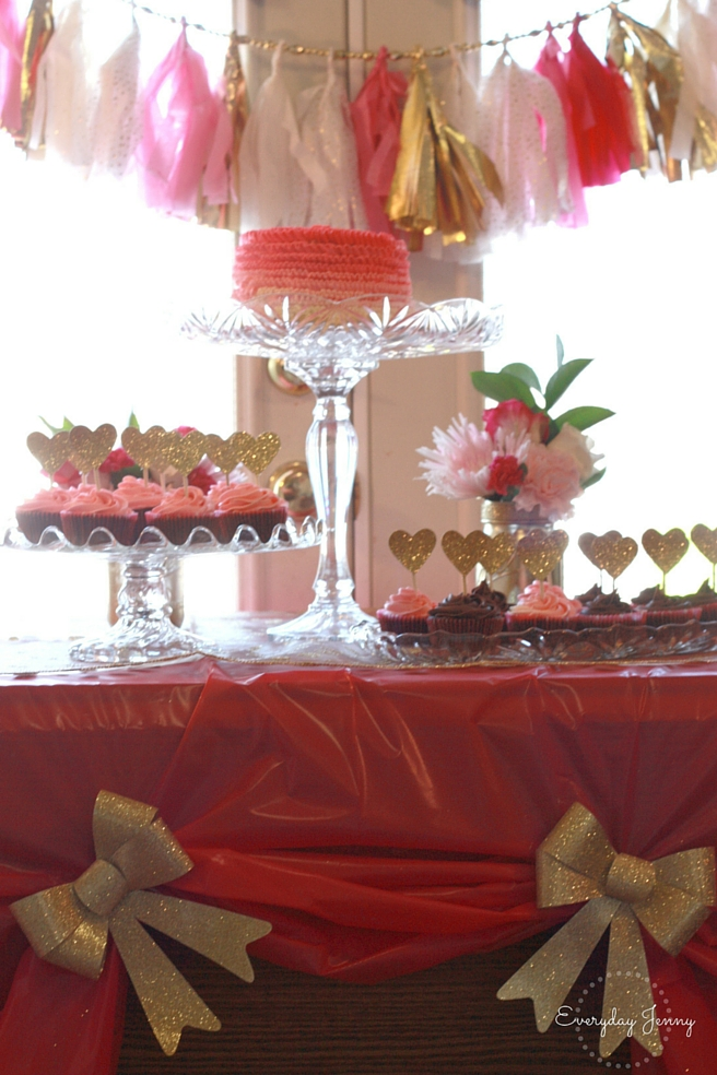 Pink and Gold Party Table Setting. Awesome tips for throwing a party on a budget.