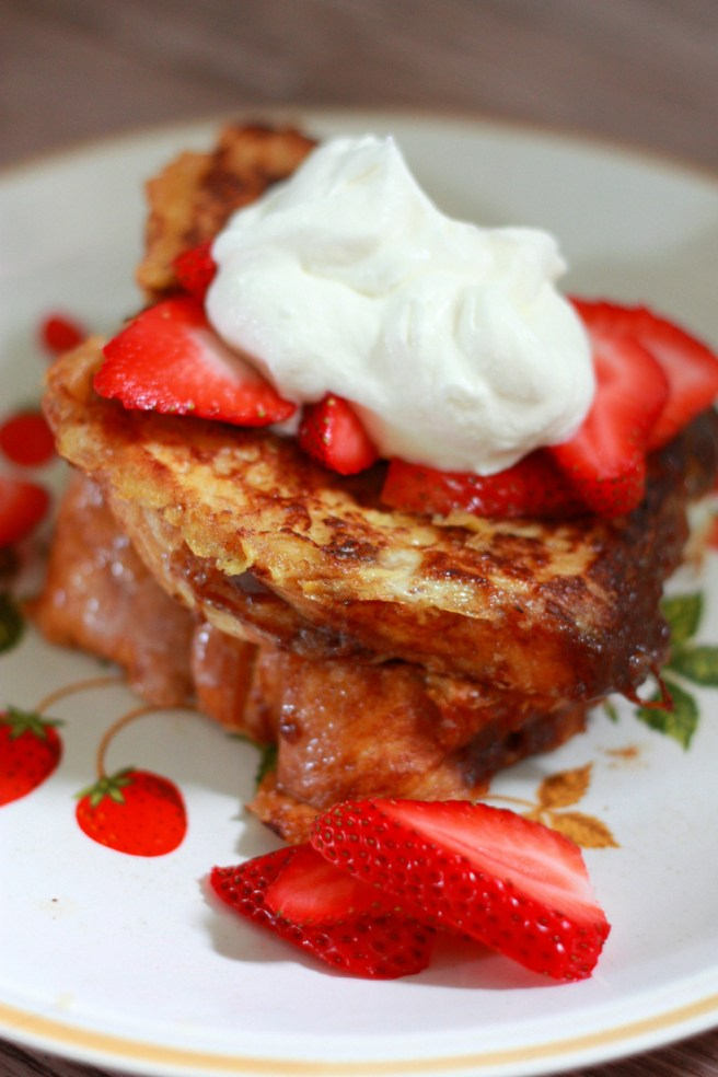 Chunky cinnamon french toast with Kneader's bread. Recipe on everydayjenny.com