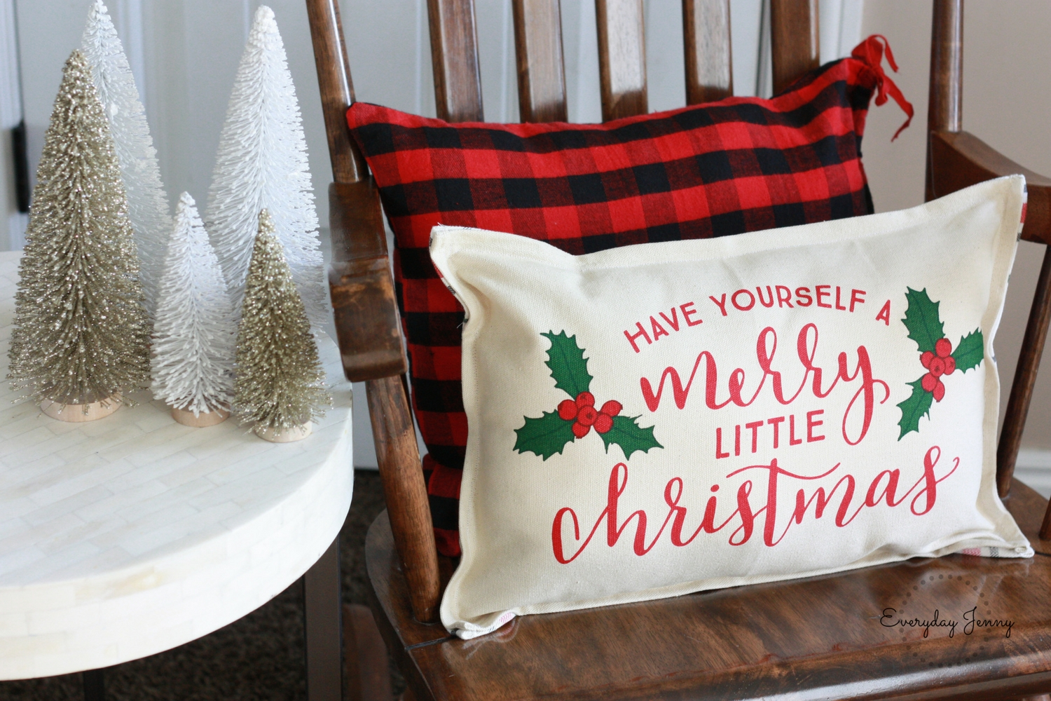 Diy 15 minute pillow from placemats everyday jenny finished christmas pillow made from placemats from the target dollar spot solutioingenieria Choice Image