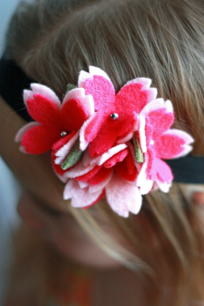 Felt flower headband made with the Cricut Maker #Cricut #Cricutmade