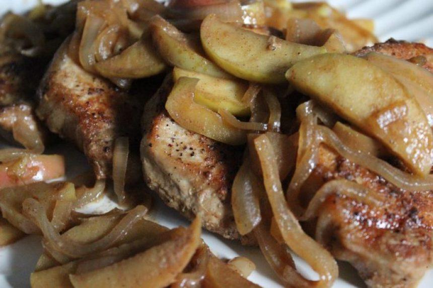One Pan Apple Cinnamon Pork Chops | EverydayMadeFresh.com