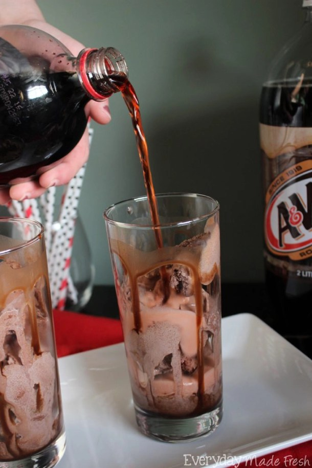 These Chocolate Covered Cherry Floats taste like those yummy chocolate covered cherry candies! #SummerOfFloats #ad | EverydayMadeFresh.com