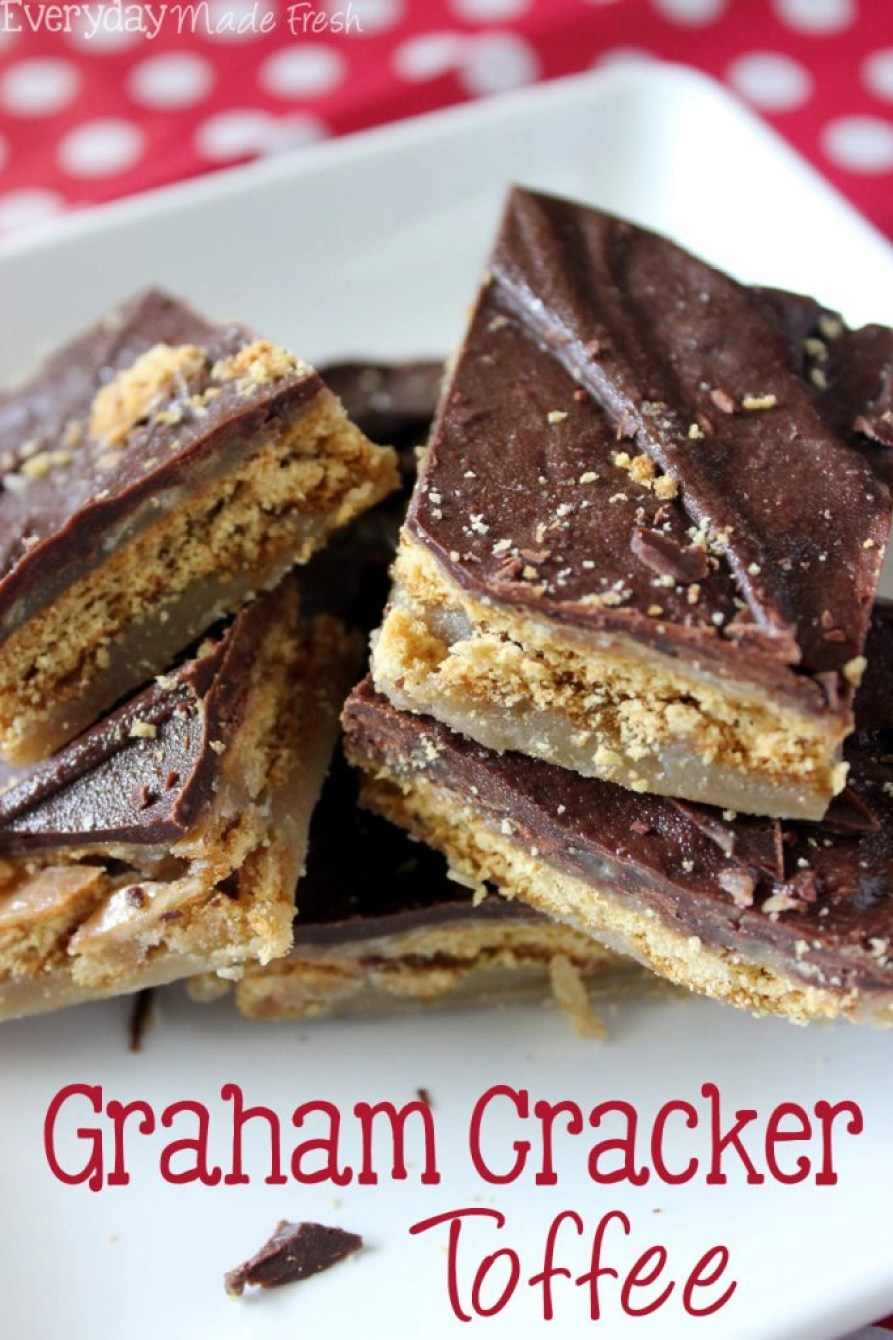 Using only 5 ingredients, this Graham Cracker Toffee is sweet, sticky, and perfect for munching on during Christmas! | EverydayMadeFresh.com