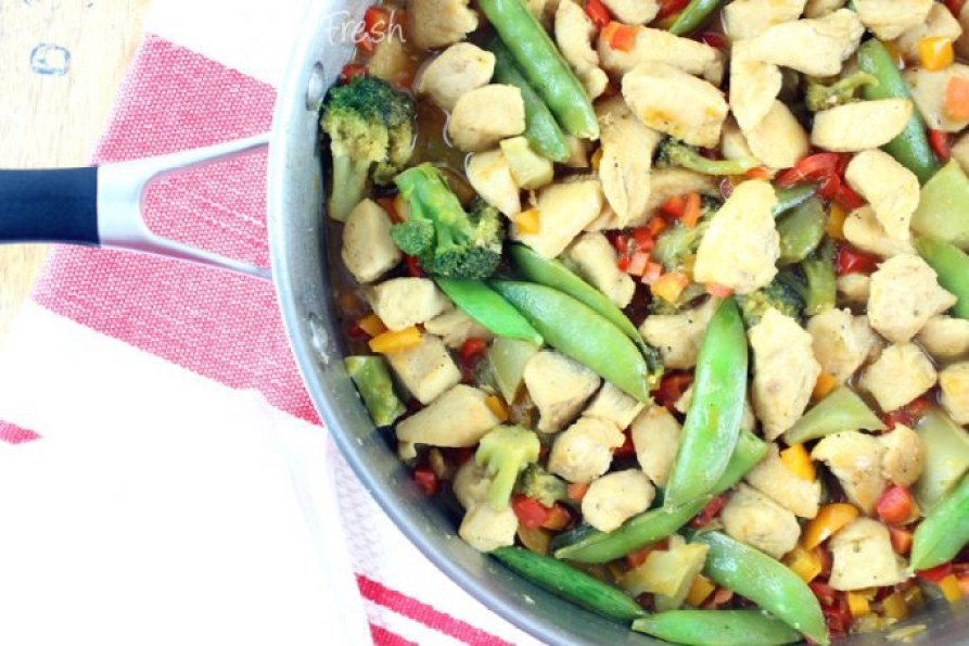 Stir fry at home is easy, cheap, and the perfect weeknight meal.  This Sweet and Sour Chicken Stir Fry will not disappoint in flavors! | EverydayMadeFresh.com