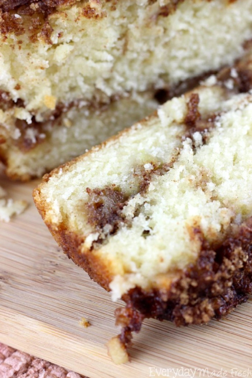 Fresh apples and a ribbon of cinnamon and brown sugar make this a tasty fall favorite. This Cinnamon Swirl Apple Bread is packed with flavor! | EverydayMadeFresh.com