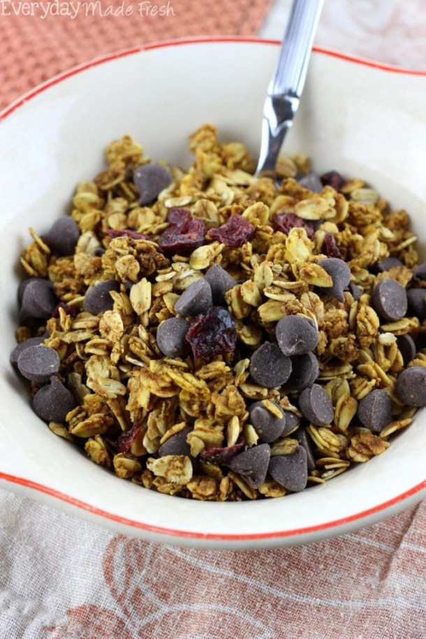 Granola has never tasted more like fall! This Pumpkin Granola with Dark Chocolate Chips & Cranberries is spiced with all the right spices and sweetened with maple syrup. | EverydayMadeFresh.com