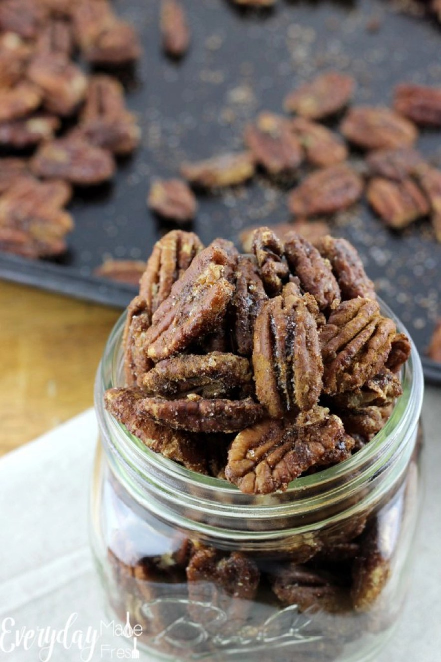 Spiced Candied Pecans are simple to make with just the right amount sweet, and not too spicy. They make the perfect snack or homemade gift! | EverydayMadeFresh.com