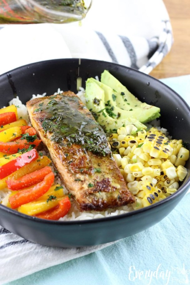 Enjoy salmon in a whole new way with this tasty Fajita Salmon Rice Bowl. A quick healthy option for lunch and dinner. | EverydayMadeFresh.com