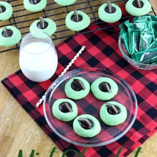 Mint and Chocolate are the perfect pair when it comes to holiday duos. These Mint Chocolate Thumbprint Cookies are tender, buttery, minty, and have a dark chocolate punch! | EverydayMadeFresh.com