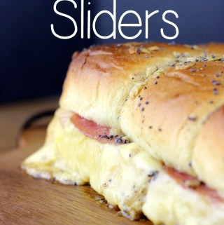 These Ham & Gouda Sliders are crowd pleasers. Melty gouda cheese and juicy ham come together with a buttery poppy seed topping that is simply amazing. | EverydayMadeFresh.com