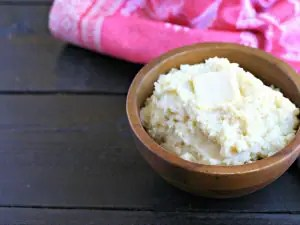 10 Minute Instant Pot Mashed Potatoes from www.EverydayMaven.com