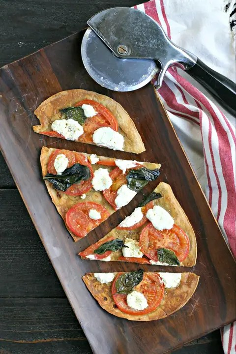 Fresh Tomato Pizza with Crushed Fennel and Goat Cheese from www.EverydayMaven.com