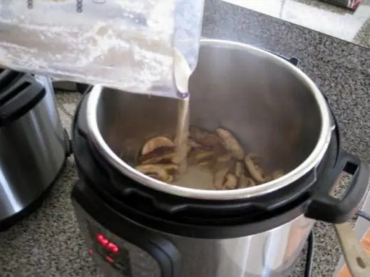 adding mushroom sauce back to instantpot with sliced mushrooms