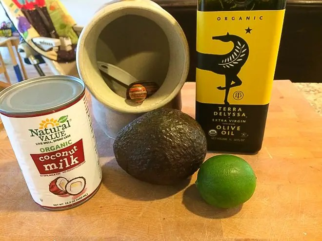 ingredients to make avocado crema recipe