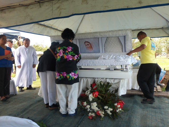 """We love you Nanay!"" Two of nanay's closest friends said their final goodbyes to her as Fr. John watched."