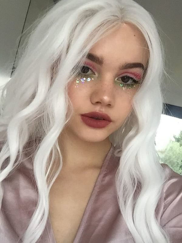 24 White Long Wavy Synthetic Lace Front Wig Edw153