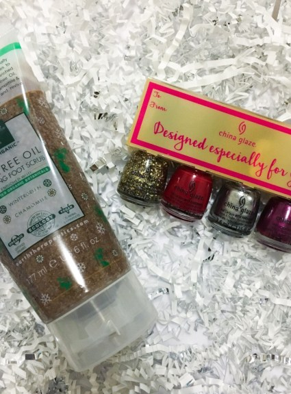 The Season of Giving + Day 3 of Blogmas Giveaway
