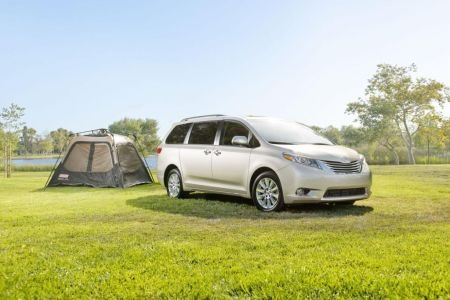 Toyota Sienna Named Top 10 Family Car of the Year on Everyman Driver