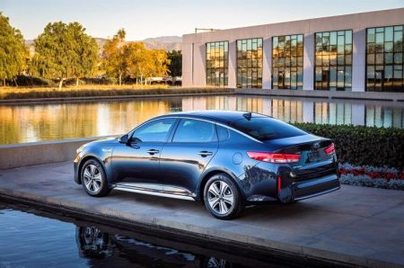 2017-kia-optima on Everyman Driver
