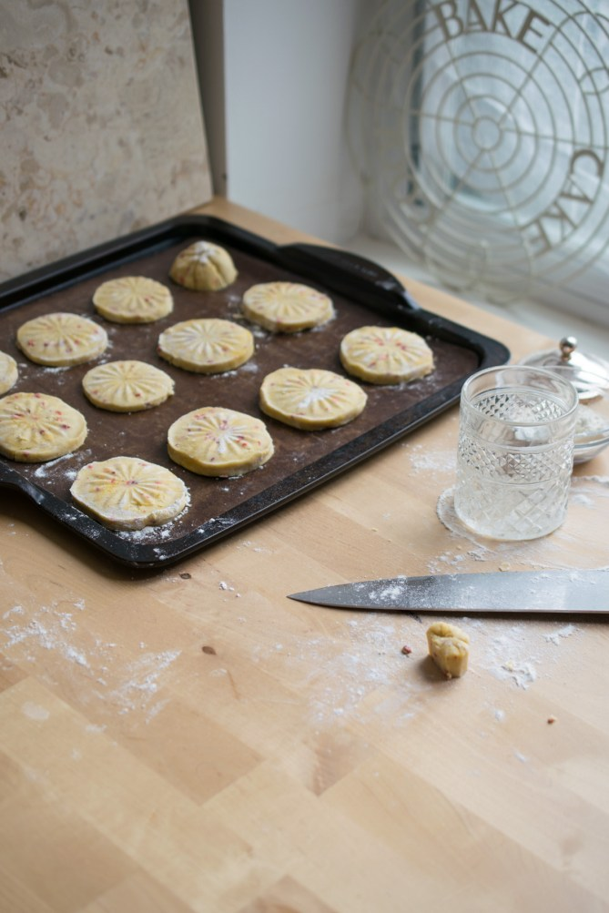 Strawberry Shortbread Biscuits-4