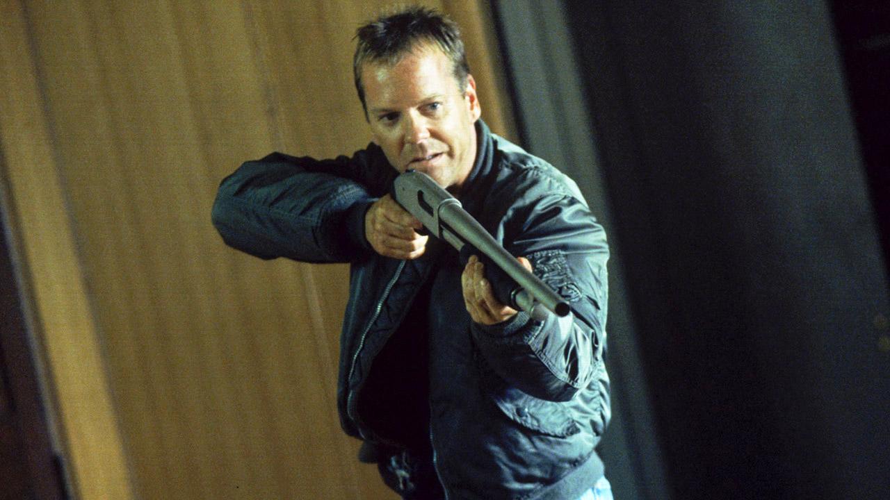 Kiefer-Sutherland-Jack-Bauer-shotgun-24-Season-2-Episode-4