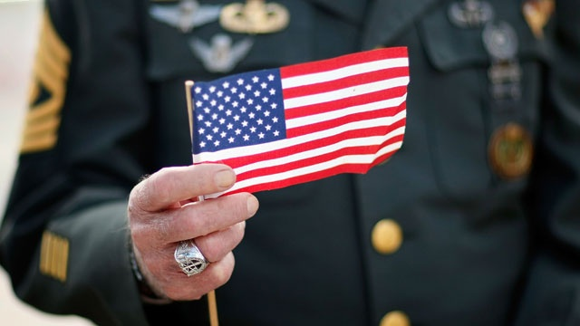 Veteran holding American flag, Veterans Day_3636146081216233-159532