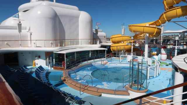 do all the disney cruise ships have water slides