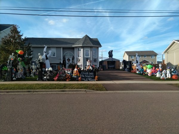 Halloween Display 59 Flacon, Moncton
