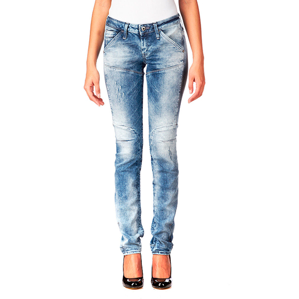 Model-tapered-cut-jeans-for-women