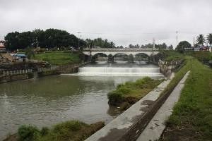 Jembatan Ibu yang melintas diatas Batang Agam Payakumbuh. Klik foto untuk linknya