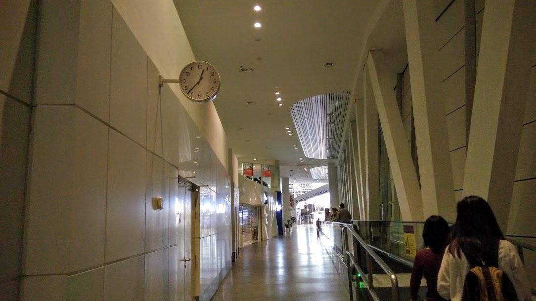 pengalaman pertama dan tips agar survive bermalam di bandara 4