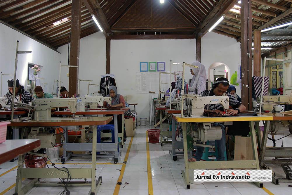 Pekerja Batik Sogan Rejodani
